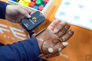 دستکش هوشمند رباتیک