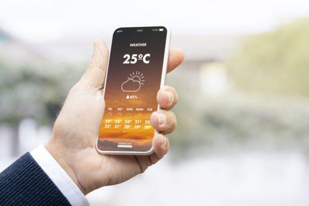 Man holding his smartphone