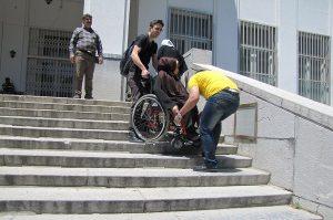 معلولان در شهر