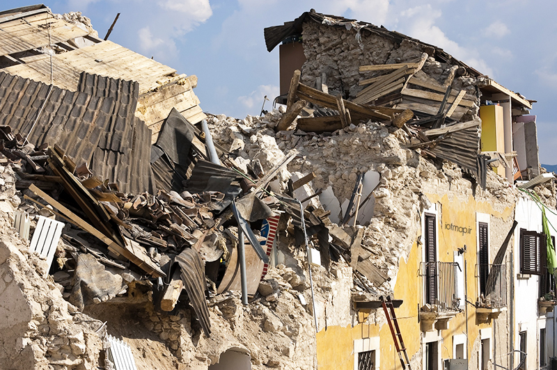 آشنایی با زلزله و آسیب های ناشی از آن به سازه